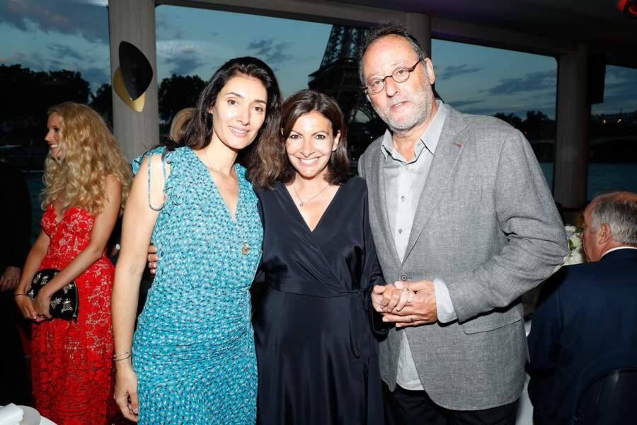 Anne Hidalgo, la maire de Paris, en mode groupie aux côtés de Jean Reno et sa femme Zofia