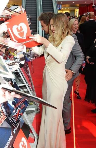 Jeremy Renner a visiblement été sensible au charme ravageur d'Elizabeth Olsen