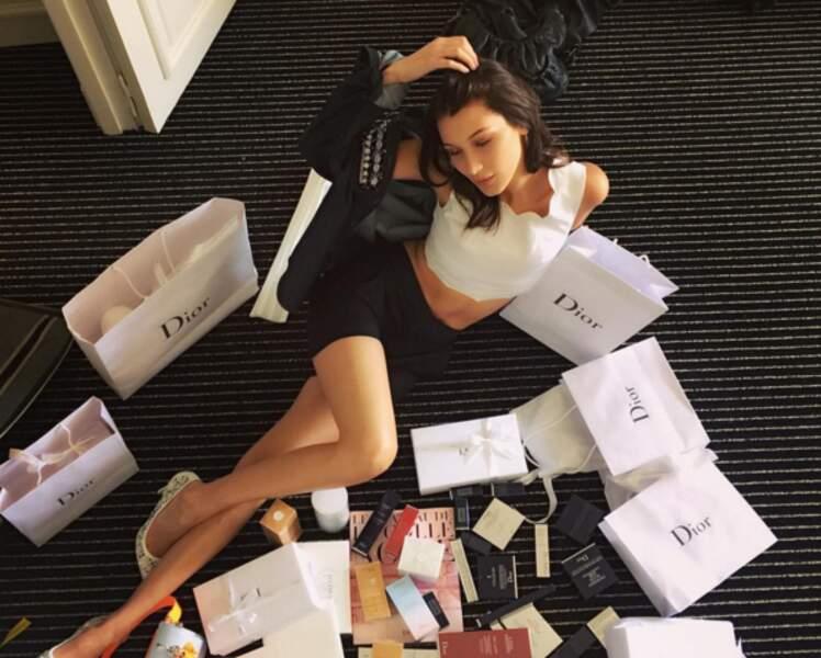 Insta Cannes 2016 : Bella Hadid noyée sous les présents de Dior pour le festival.