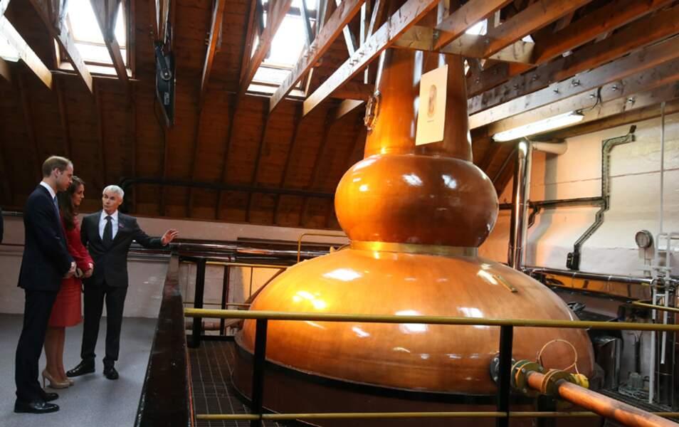 La visite continue par un tour de la Famous Grouse Distillery