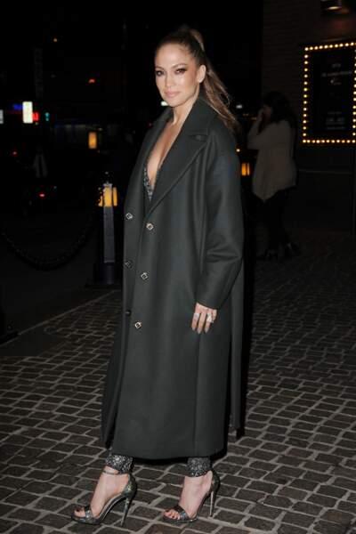 Jennifer Lopez arrive au Roxy Hotel à New York pour la promotion de Shades of Blue, sa nouvelle série