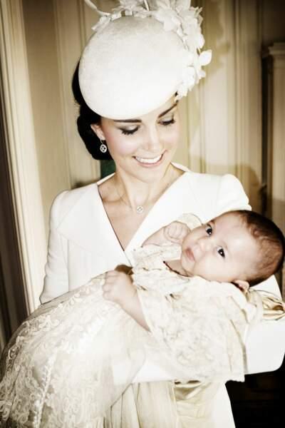 Charlotte dans les bras de sa maman