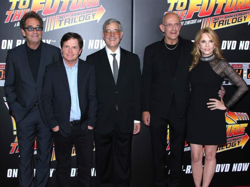 Huey Lewis, Michael J. Fox, Bob Gale - scénariste du film - Christopher Lloyd et Lea Thompson