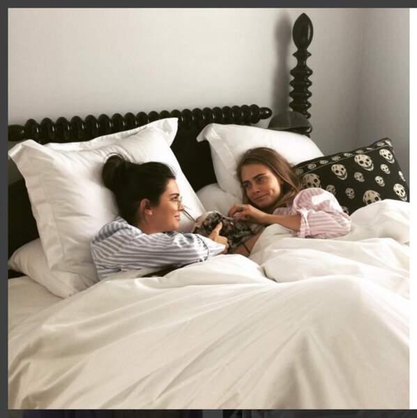 Traîner au lit avec Kendall Jenner et Cara Delevingne pas mal non ?