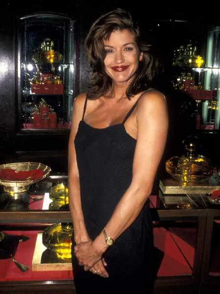Ces stars qui ont VRAIMENT abusé de la chirurgie esthétique : Janice Dickinson avant