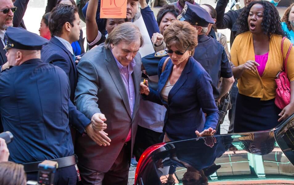 Gérard Depardieu et Jacqueline Bisset dans la tempête