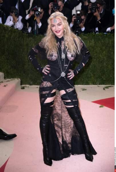 Madonna a fait du grand Madonna dans une tenue très Madonna (Givenchy)