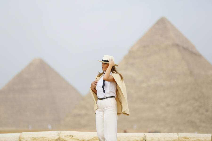 En Egypte, Melania Trump a posé devant les pyramides de Gizeh
