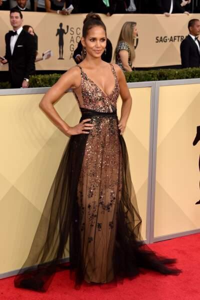 Halle Berry arrive aux SAG Awards