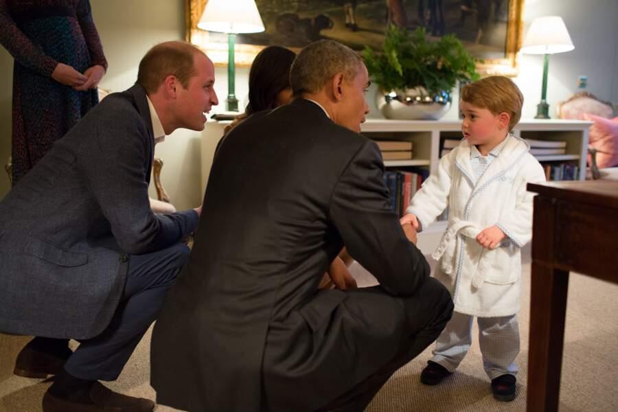 LA photo la plus mignonne du monde (ou presque), le futur roi en peignoir serre la main de Barack Obama