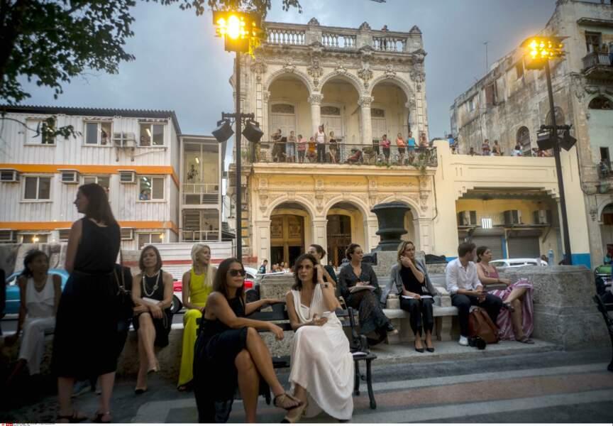 Défilé Chanel à Cuba : et quoi de mieux pour attendre le début du défilé...