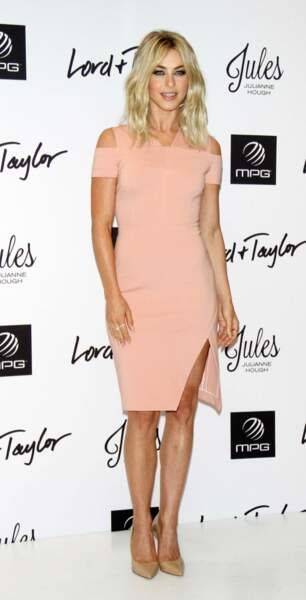 Victoria's Secret : Julianne Hough a quant à elle les plus belles jambes !