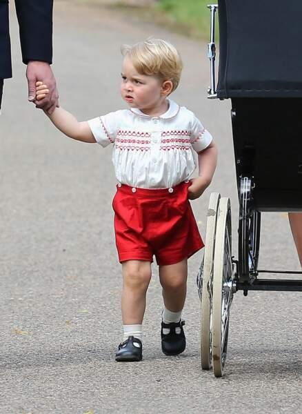 Le prince George portait une tenue similaire à celle...