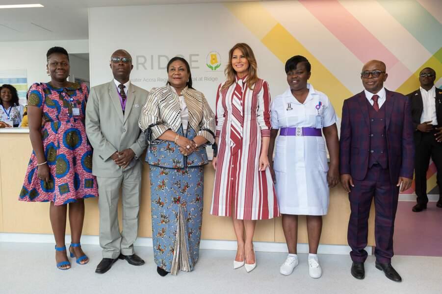 Vêtue d'une robe-chemisier signée Céline, Melania Trump a fait polémique en Afrique.