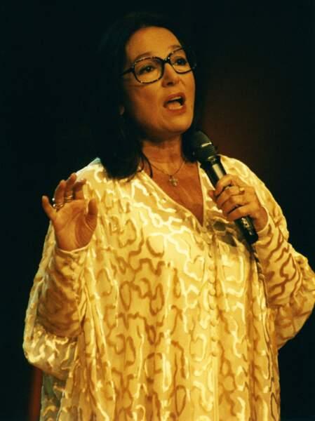 Les Enfoirés – Nana Mouskouri en 1997 a décidé de ne plus chanter avec eux. C'est sa Liberté