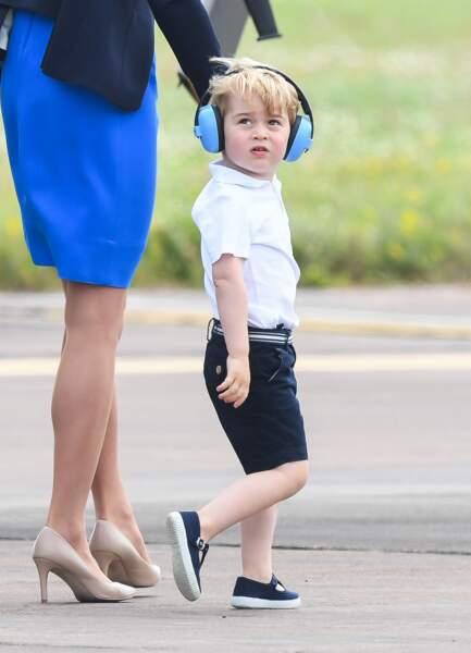Le prince George était sur son 31 pour l'occasion : polo immaculé, bermuda et chaussures à boucles.
