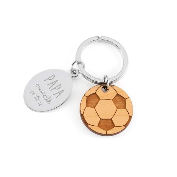 Porte clés foot et breloque en bois. 23 € sur happybulle.com