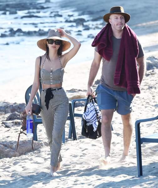Emily Ratajkowski arrive à la plage avec son chéri Jeff Magid