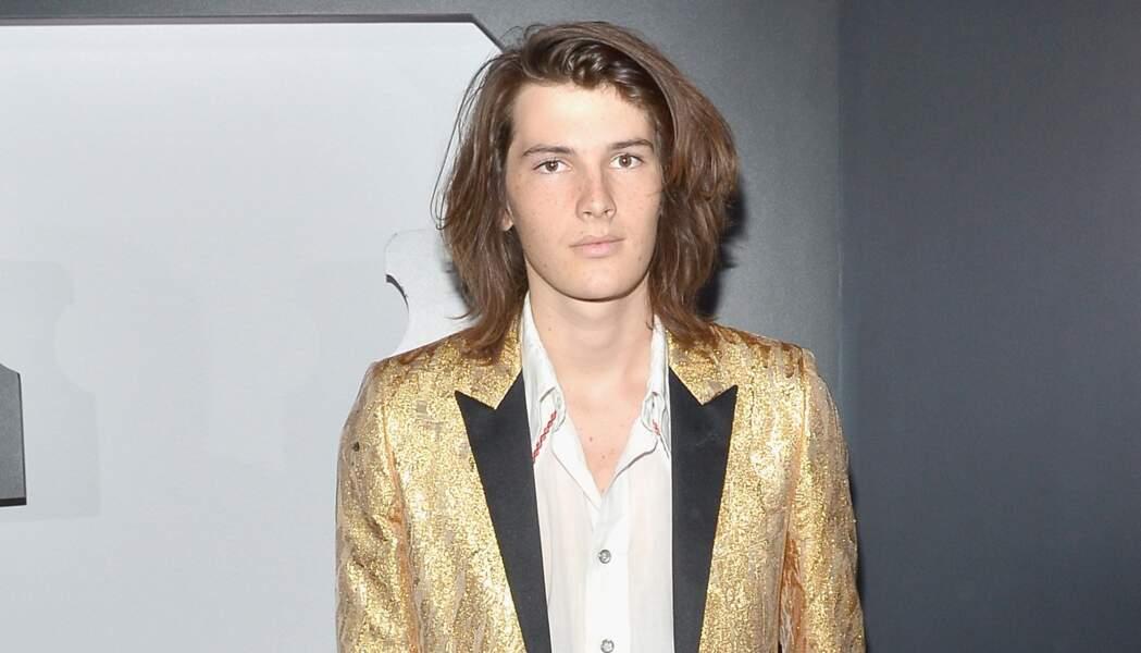 Saurez-vous reconnaître qui sont leurs très célèbres pères : Dylan est mannequin et est le fils de...