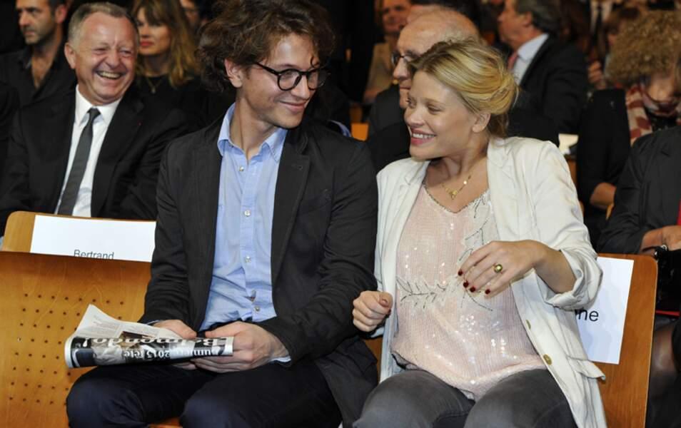 Mélanie Thierry enceinte et son compagnon Raphaël rendent hommage à Jean-Paul Belmondo