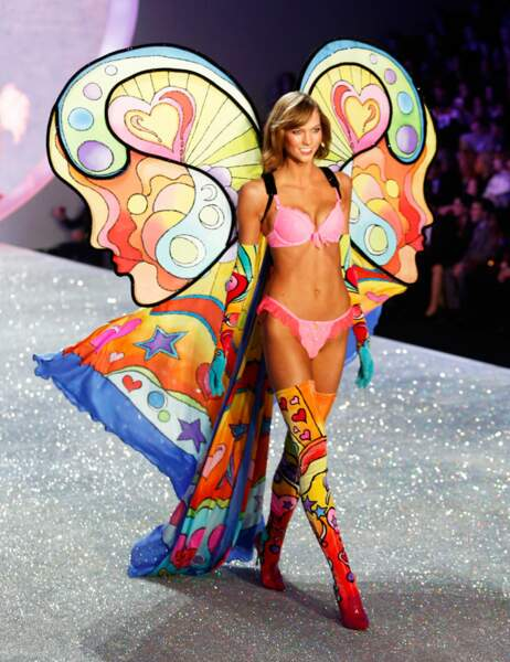 Karlie Kloss en papillon de lumière