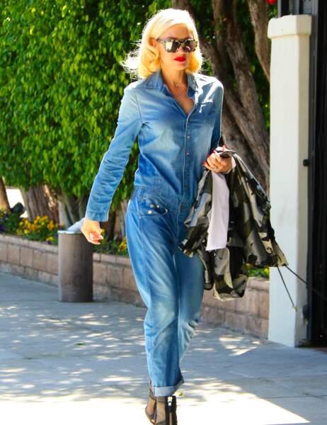 Gwen Stefani, elle, ose le total look jean !
