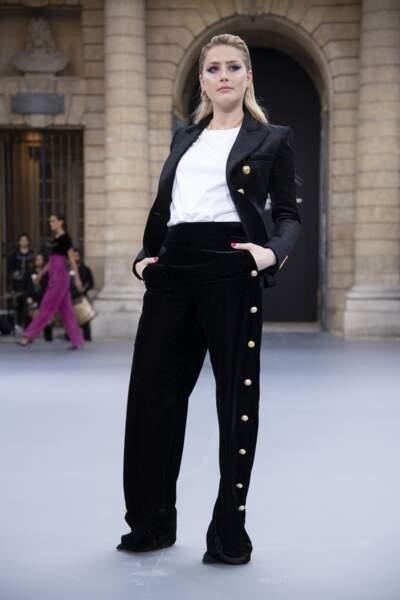 Amber Heard lors du défilé L'Oréal Paris