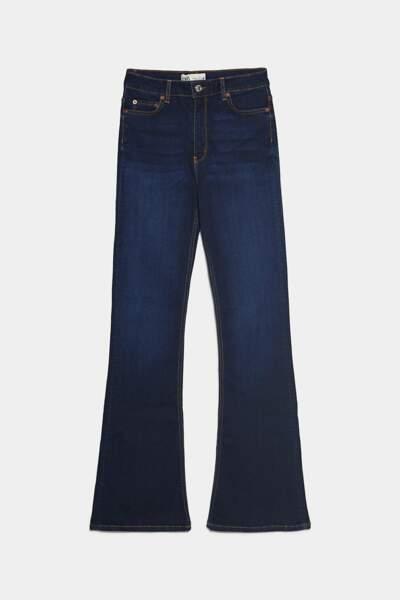 Jean flare à la taille haute, Zara, 39,95€