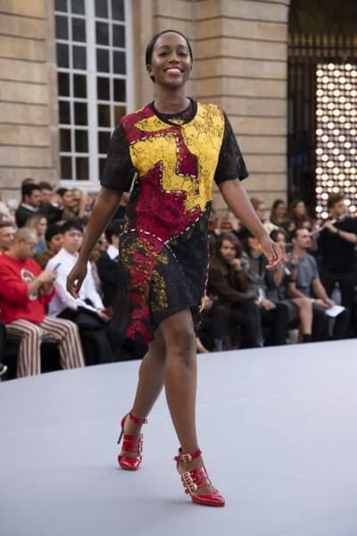Aja Naomi King, lors du défilé L'Oréal Paris