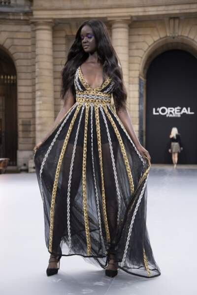 Duckie Thot lors du défilé L'Oréal Paris