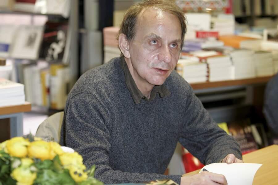 """Michel Houellebecq dédicace son livre """"La Carte et le territoire"""" à Montpellier en 2011"""