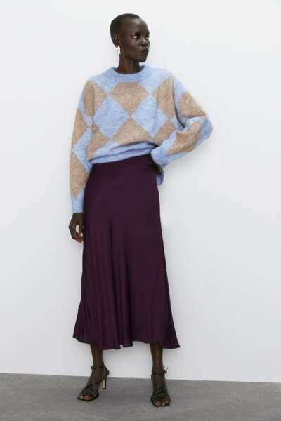 Jupe mi-longue satinée, Zara, 49,95€