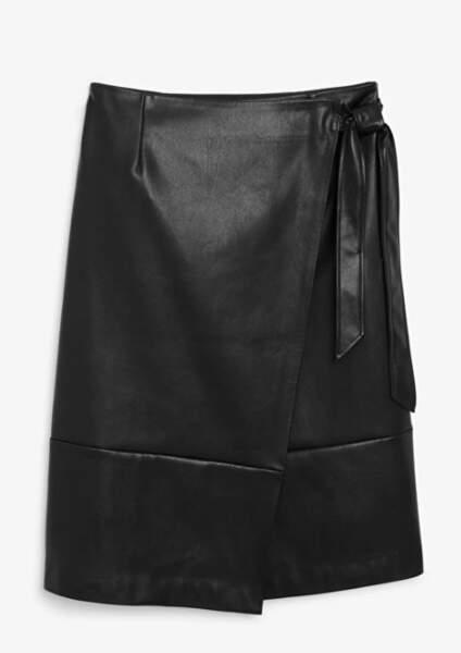Jupe portefeuille en simili-cuir, Monki, 40€