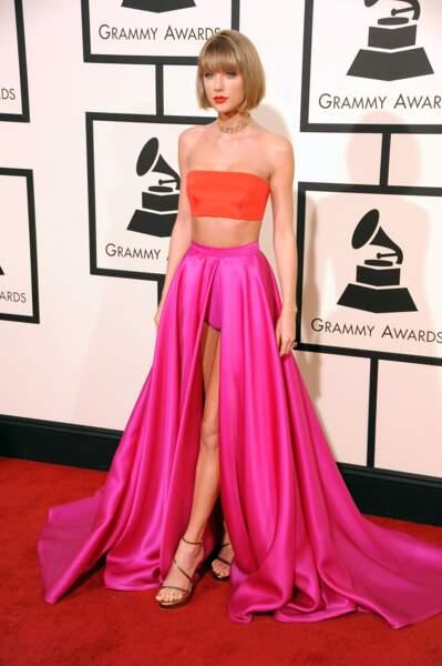 Taylor Swift combine le rose et le orange avec brio