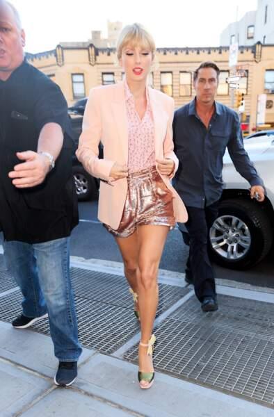 Taylor Swift décidément adepte du rose