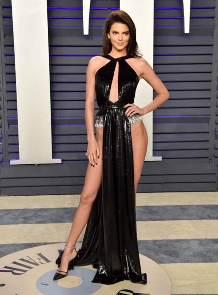 Kendall Jenner et sa robe échancrée