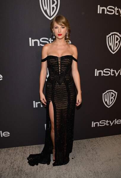Taylor Swift sensuelle en robe échancrée