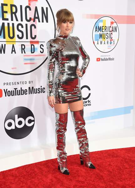 Taylor Swift et son total look silver