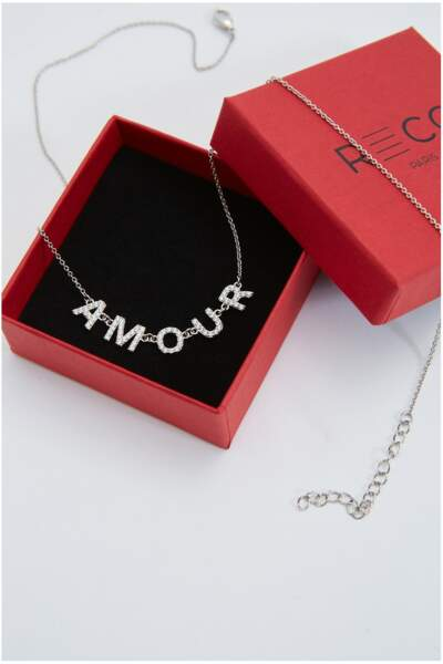 Collier avec strass écriture Amour, RECC Paris, 75€