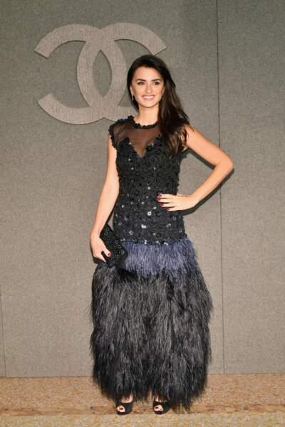 Don't : Si on aime Chanel, on ne raffole pas de la robe aux (trop) nombreux détails
