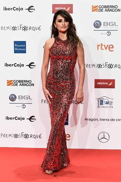 Do : Penélope Cruz lumineuse dans une robe encore à paillettes