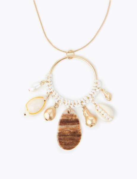Collier à pendentif anneau avec coquillage, Marks & Spencer, 20€