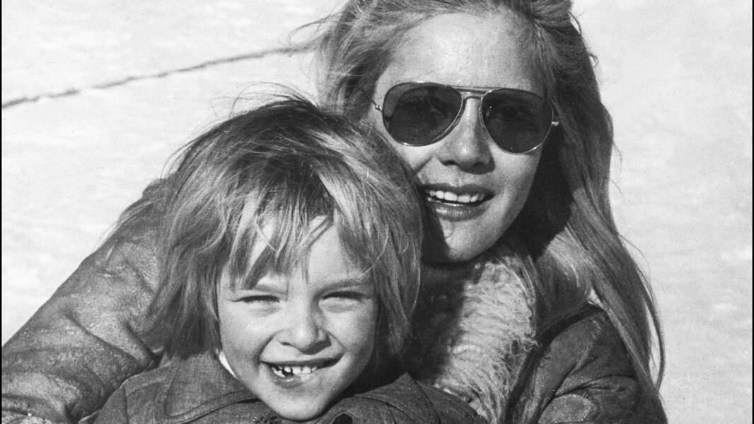 Dans ses jeunes années avec sa mère Sylvie Vartan