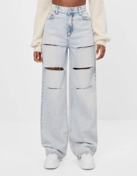 Jeans 90's évasé et déchiré, Bershka, 35,99€