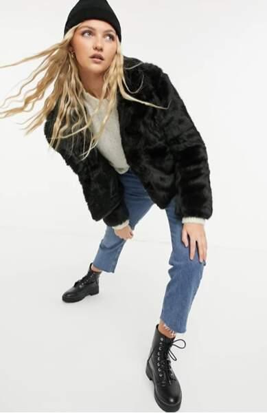 Manteau court en fausse fourrure, Forever New, actuellement à 79,15 €