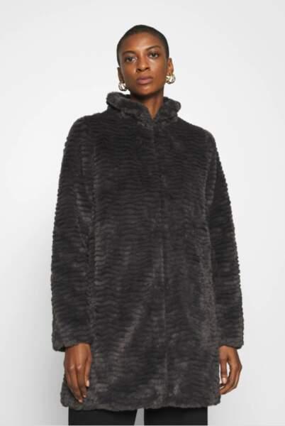 Manteau effet fausse fourrure, Dorothy Perkins, actuellement à 63,99 €