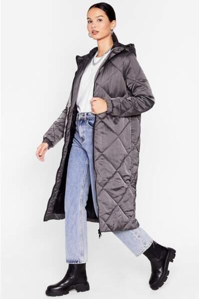 Manteau long à capuche effet matelassé J'ai du comporte-manteau, Nasty Gal, actuellement à 48€