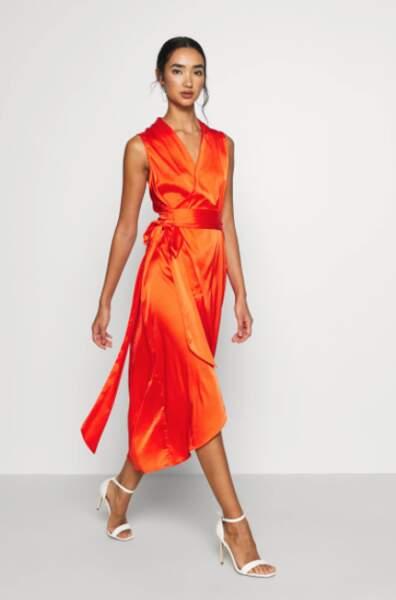 Robe en satin cache coeur, Never Fully Dressed, actuellement à 80,95€