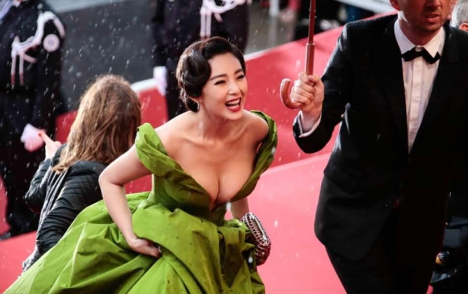 Palme du décolleté qui nous fait craindre une angine de poitrine : Zhang Yuqi