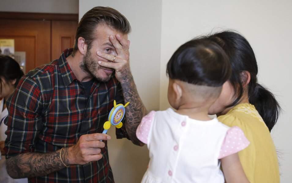 David Beckham visite un hôpital pour enfants en Chine